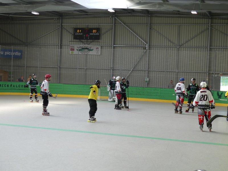 Roller-hockey-match-en-salle